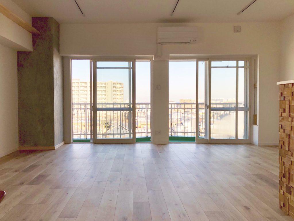 新所沢の埼玉住建 デザインにこだわったリフォーム.リノベーション 空間演出 マンションフルリノベーション ホームステージング リビングの写真